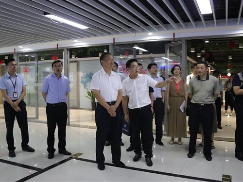 江苏省商务厅一行参观考察中国绸都网