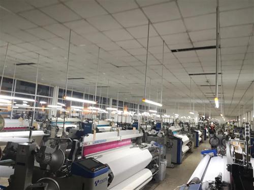 仅凭一种面料,某纺企销售额增长30%!但跟风者已在路上:3.4米织机,说买就买!